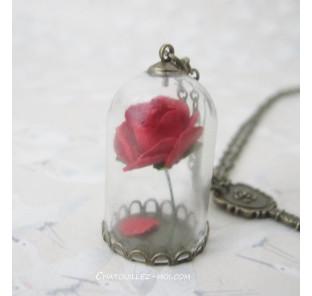 Collier rose globe en verre