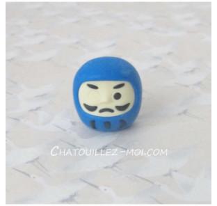 Gomme daruma bleu