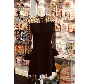 Robe noire et voile léopard TL