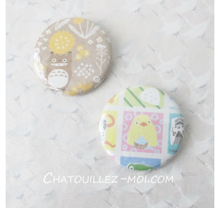 2 Badges Totoro et poussin...